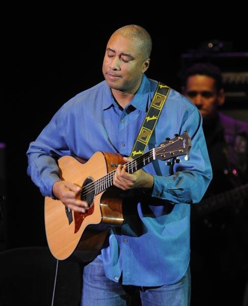 "Bernie Williams & Ocho Y Mas Perform ""Oye Como Va"" A Santana Hit Written By Tito Puente"